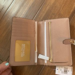 Michael Kors Adele Bifold Leather Wallet (NWT)